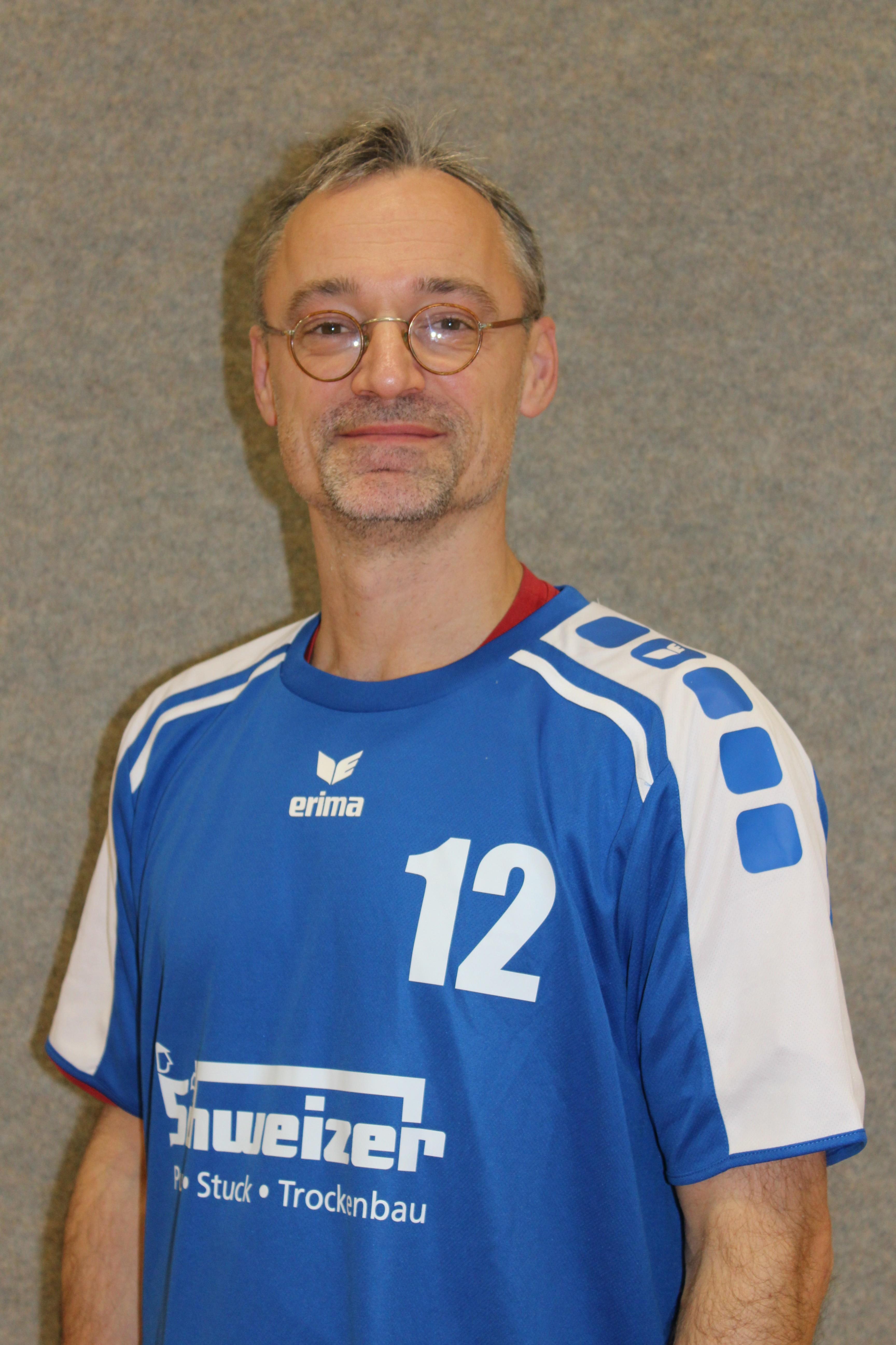 Cord Bertko Trikotnummer: 12 Position: Mittelblock Größe: