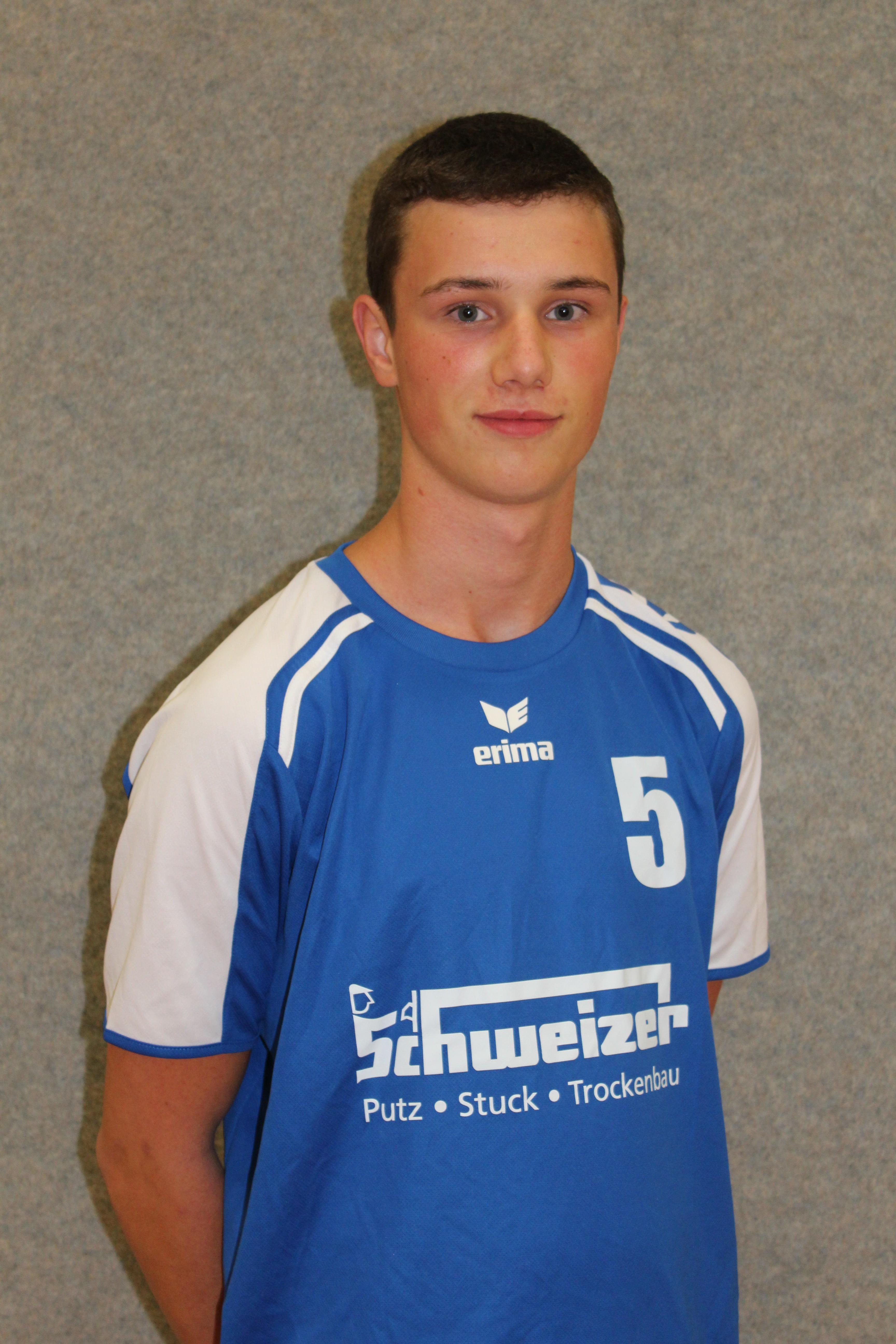 Sascha Ulrich Trikotnummer: 5 Position: Mittelblock Größe: