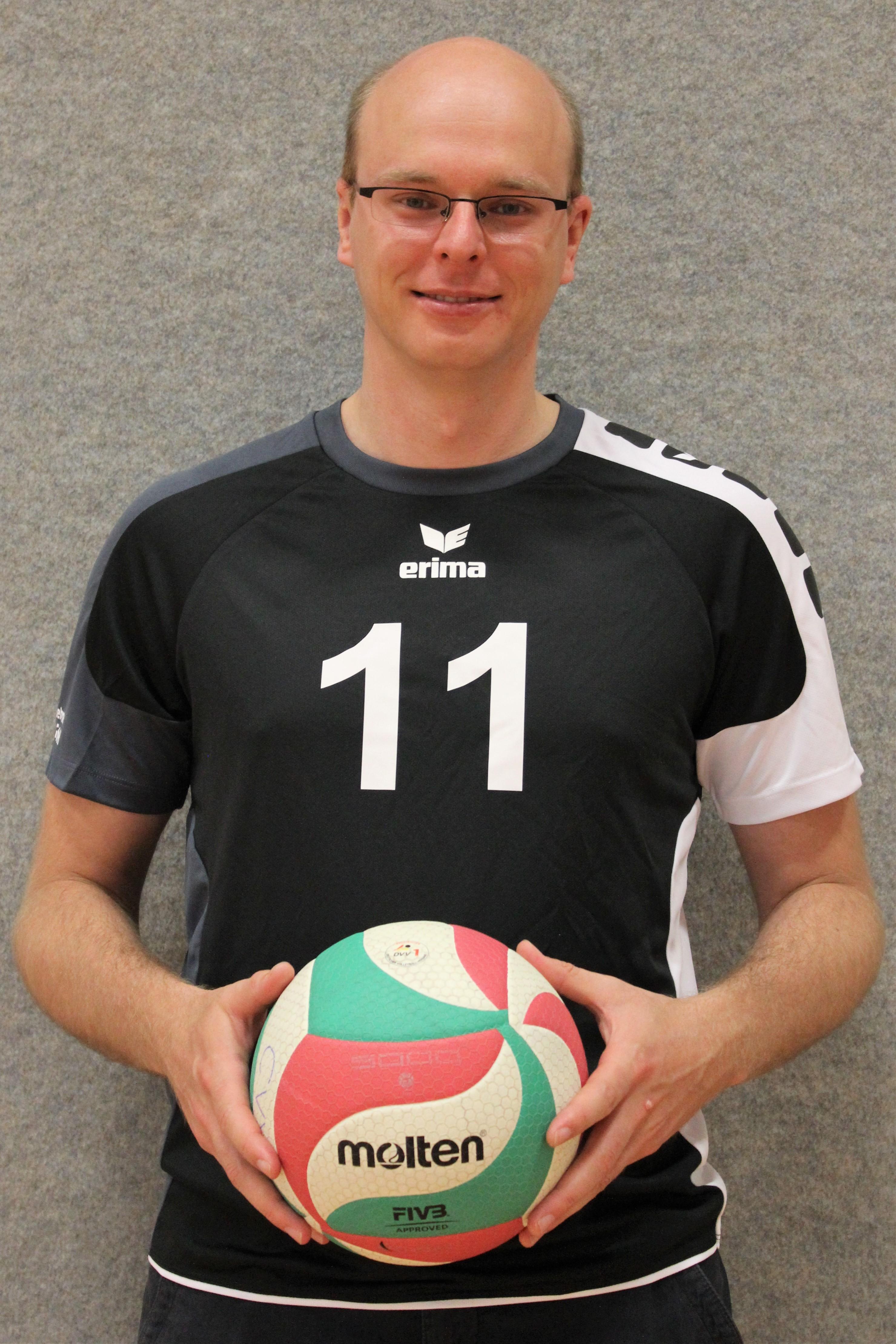 Toni Bodenbinder Trinkotnmmer: 11 Position: Mittelblock Größe:
